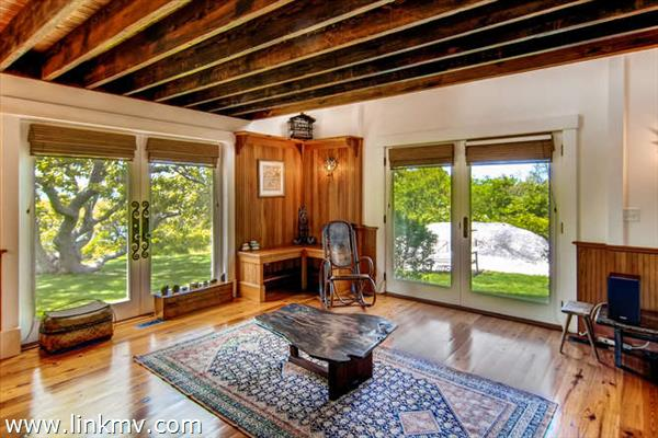 Beautiful detached guest studio with living room