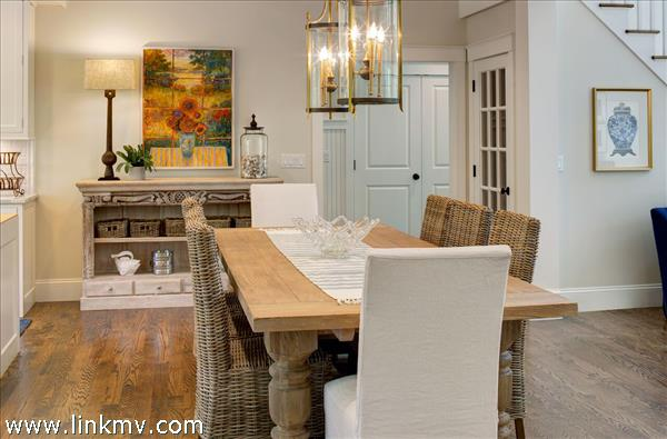 Welcoming dinning area