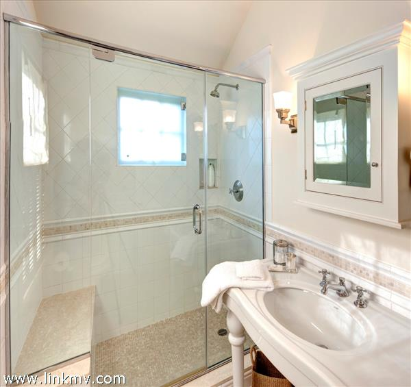 Dexter House bathroom