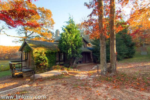 Fall color at 194 John Hoft Road