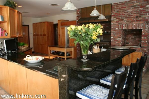 Breakfast Counter - Kitchen