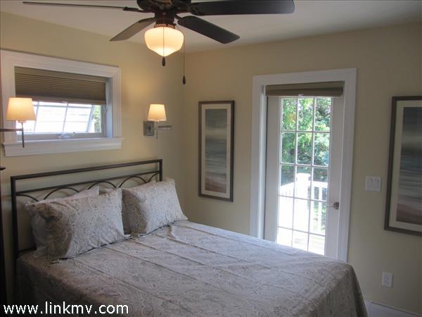 Carriage House queen bedroom.