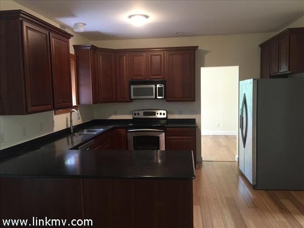 Cherry kitchen w/all stainless appliances