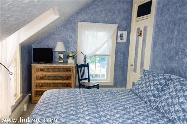 Room 8, Queen, 2nd floor A/C