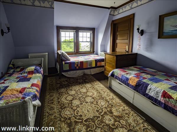 Colorful bunk room  Bedroom #4