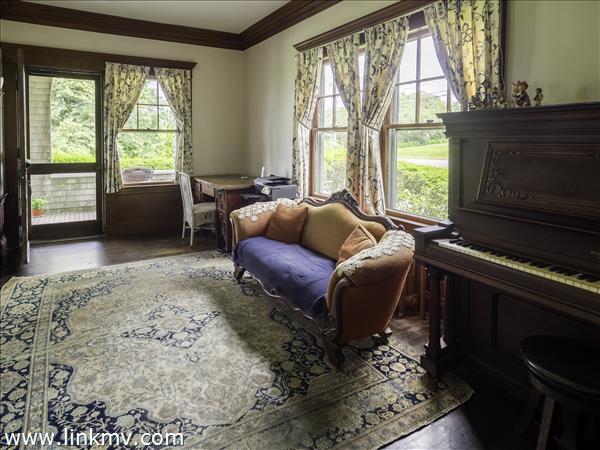 office/piano room